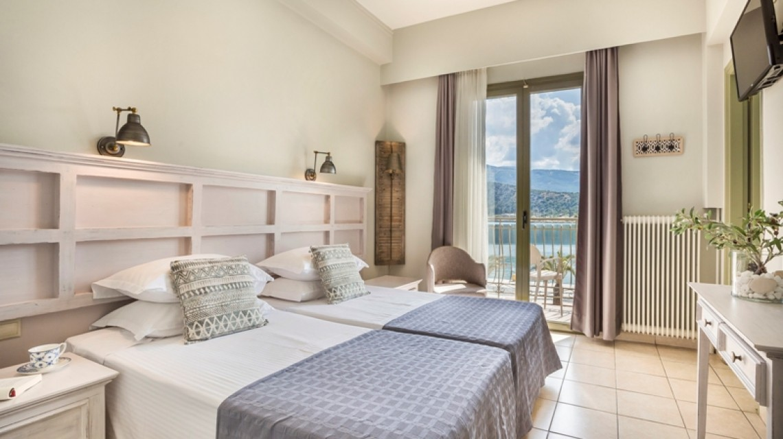 Two-Space Triple Room with balcony and sea view