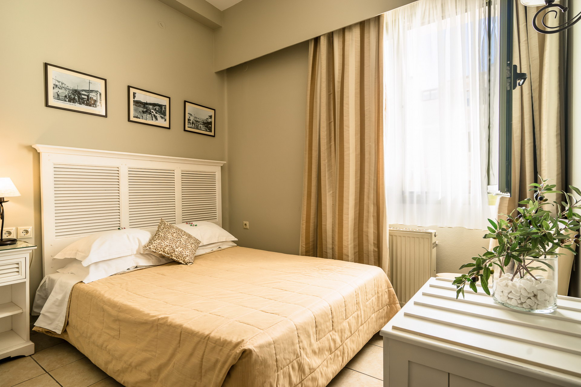 Single economy room with window
